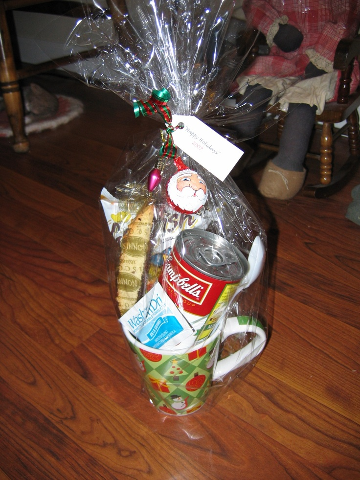 """""""Lunch in a Cup"""" Gift Basket  (can of soup, goldfish crackers, biscotti cookie, plastic spoon & moist towelette): Gift Baskets, Gift Ideas, Get Well Gift, Coworker Gifts, Basket Ideas, Lunch, Easy Gifts, Christmas Gift, Soup Gift Basket"""
