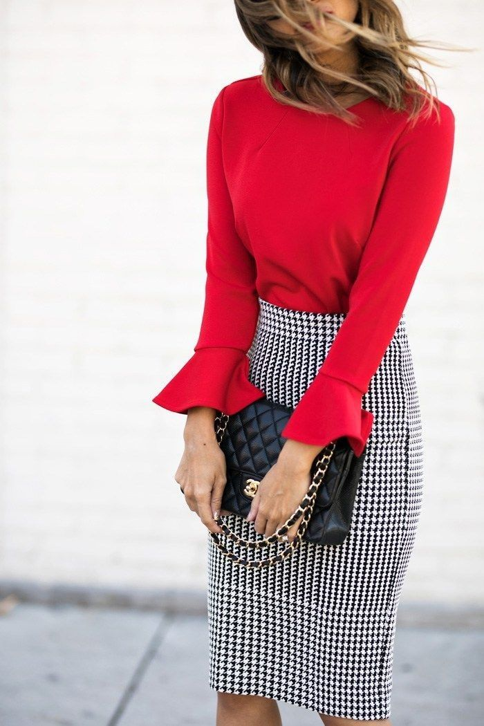 Chic pencil skirt and that red color!