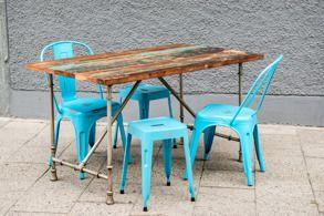 Fällbart bord med återvunnet trä