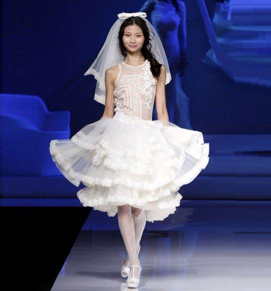 Gli abiti da sposa corti per il 2013