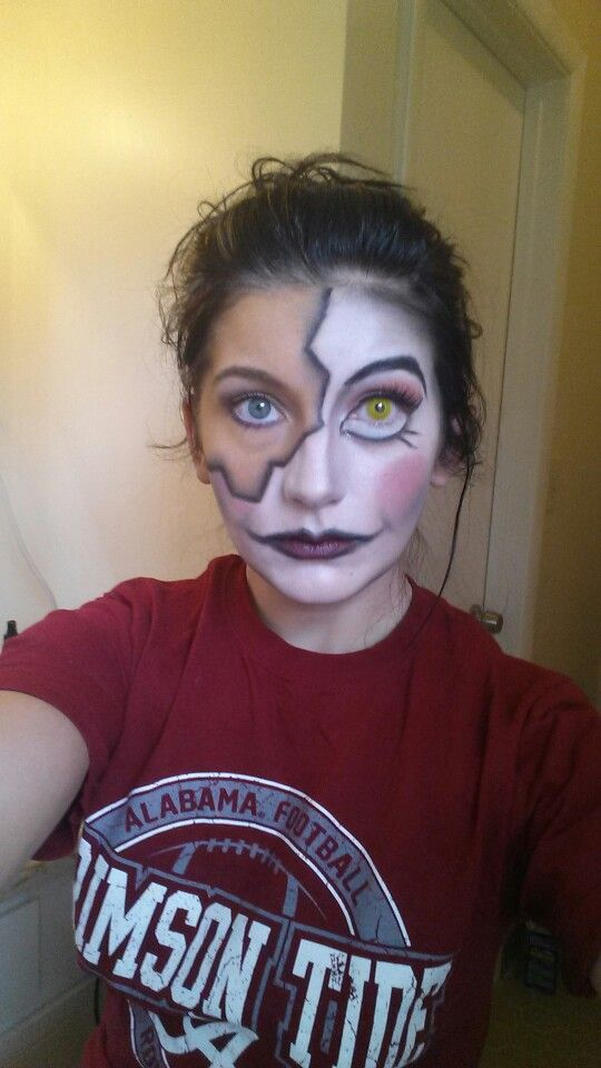 This is what I do when I get bored, play around with makeup for holloween :)