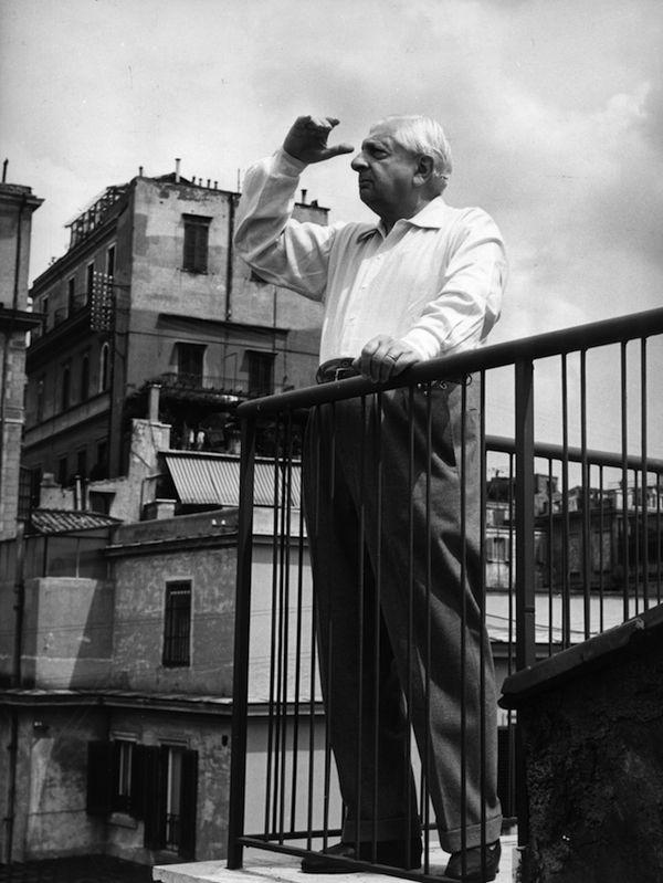 Le opere di Giorgio de Chirico Giorgio de Chirico in terrazza a Piazza di Spagna, Roma