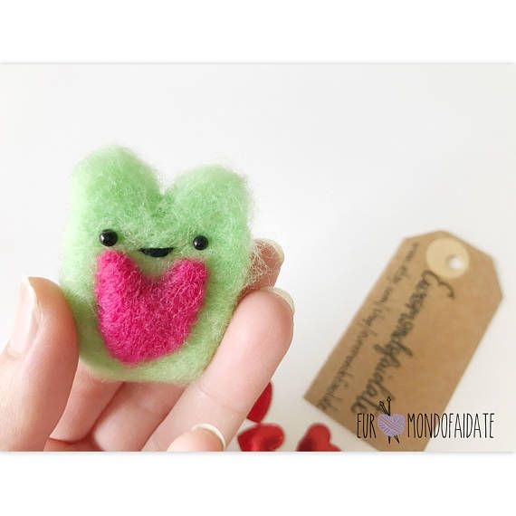 Valentine day needle felted animal. Bear in felt is 6cm. This hamster is an animal felt. Great gift idea for your valentine day. A best items for your girl, girlfriend, for her and for him. Kawaii animal in felt. A bear kawaii so cute with his little heart in his body. This article