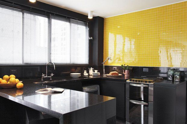 pastilha amarela na cozinha