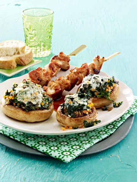 Paprika, Zucchini und Tomate können mit Fleisch, Fisch und Feta gefüllt werden. Die Variationen sind vielfältig.