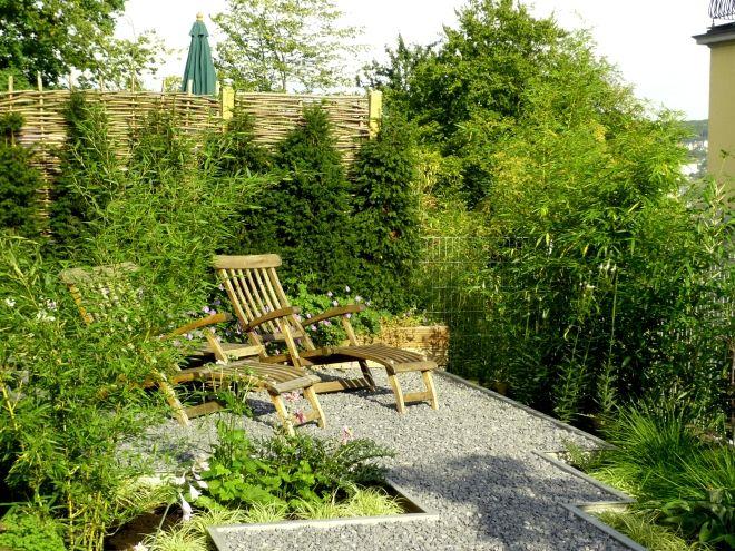 Gartengestaltung mit Bambus, Splitt und Stahl