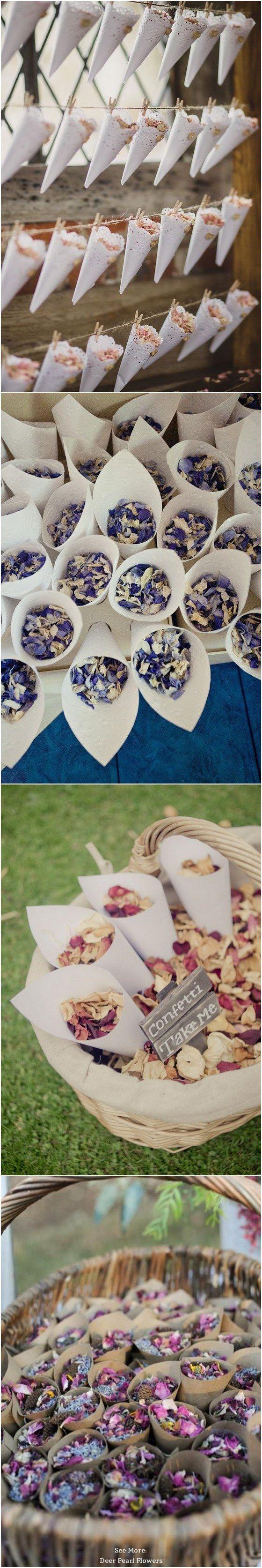 Alternativ zu Papierschnipseln eignen sich auch getrocknete Blumen als Konfetti, passend zu dem Farbkonzept Eurer Hochzeit.