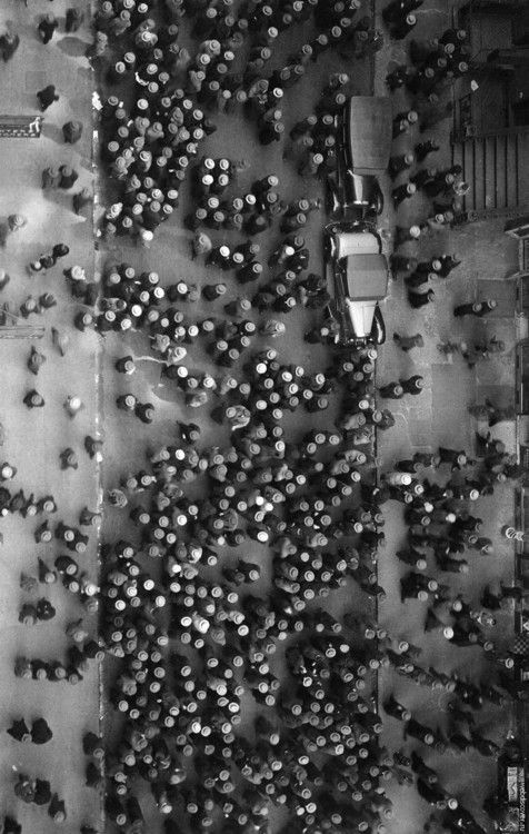 icancauseaconstellation: Margaret Bourke-White Hats in the Garment District, New York, 1930