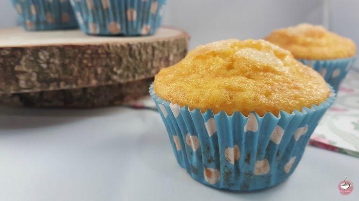 Me gustan las magdalenas, muffins o cupcakes en todas sus versiones, y cuando veo una receta nueva me lanzo a prepararla porque sé que voy a acertar seguro. Y eso es lo que me pasó cuando vi estas deliciosas magdalenas de flan en el blog de Julia y sus Recetas.A parte de buenas, que están un rato, os lo aseguro, tienen un bonito color amarillo que no os dejará indiferentes. Y un suave y delicado s ...