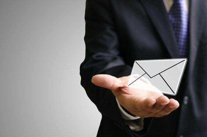 Пишем деловые письма правильно   Одна из сторон жизни предпринимателя — постоянная деловая переписка с партнерами, инвесторами и клиентами. Для некоторых людей этот процесс представляет собой поистине титанический труд, приступать к которому они не торопятся и всячески оттягивают момент начала работы. Но удивит ли вас, если мы заявим, что процесс написания делового письма может существенно облегчиться и ускориться, если вы поймете, как правильно составлять такие тексты и немного…