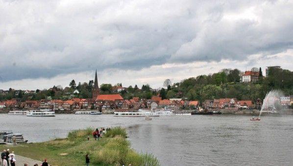 10  000 kamen zum Elbe-Saisonstart