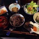こうそカフェ85 - 料理写真:酵素ランチ¥1000 酵素玄米、酵素納豆(昔ながらのわら納豆) 酵素キムチ(無農薬100%植物性) 汁物、サラダ他数品