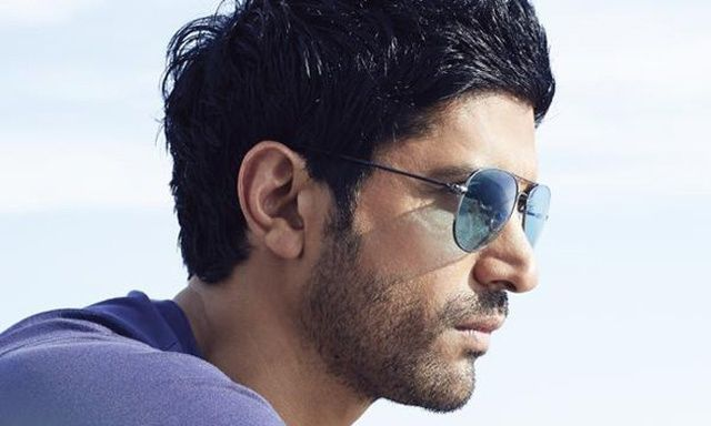 Farhan Looks Sauve In 'Dil Dhadakne Do'!