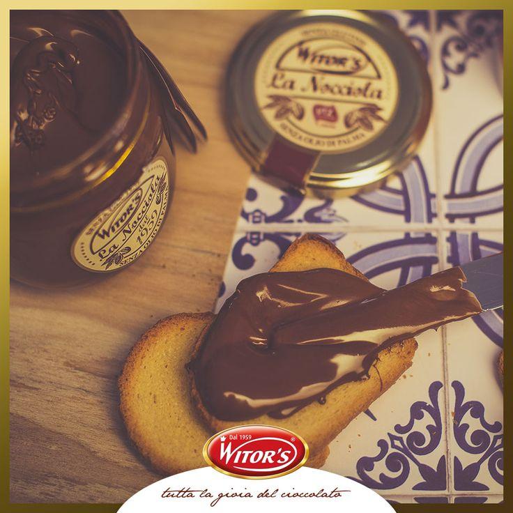 Spesso dimentichiamo che le cose semplici sono anche le più buone: la crema spalmabile La Nocciola da gustare con pane e fette biscottate è una di quelle! Sapevate che è prodotta senza l'utilizzo di olio di palma?
