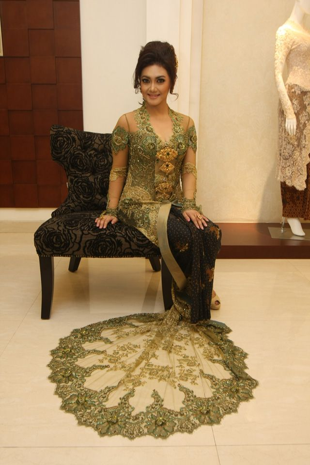 Javanese traditional clothes!!