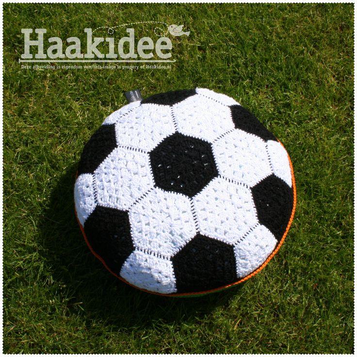 Haakidee – Nieuw Haakpatroon: Voetbal kussen