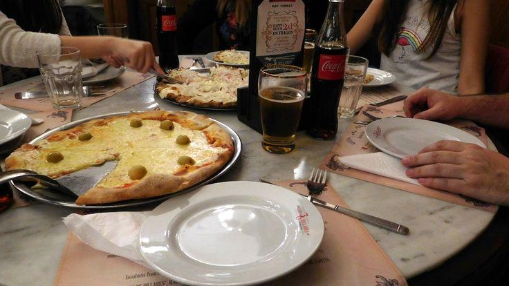 """Pizza en la confitería """"Los 36 billares"""" en Buenos Aires"""