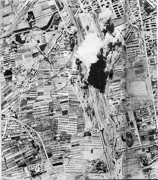 Bombardamento sulla città ripreso da aereo alleato