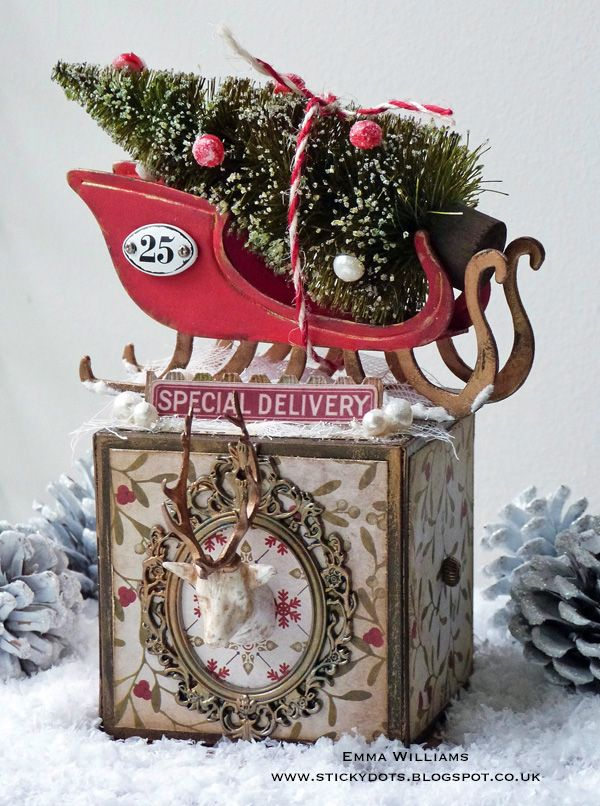'O' Christmas Tree home decor created for Simon Says Stamp using products from Tim Holtz and Sizzix