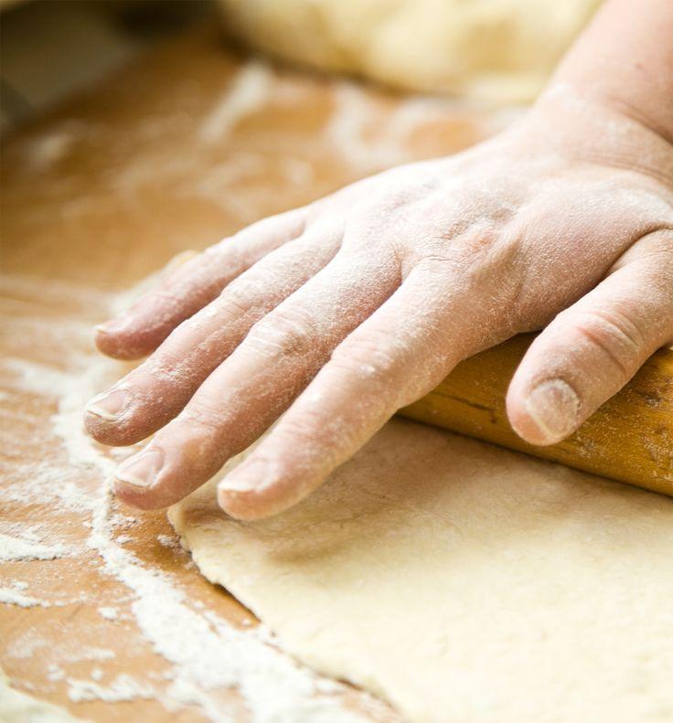 Ikke meget slår duften og smagen af lækkert hjemmebagt brød. Har du ikke den store bageerfaring, tænker du måske, at dertil når du aldrig. Men ved du hvad: At blive selvforsynende på brødfronten er et absolut opnåeligt mål. Det kræver bare en lille smule planlægning – og så det rigtige udstyr. Planlægningen står du selv for. Udstyret – det finder du hos os. #bagning #baking #inspirationdk