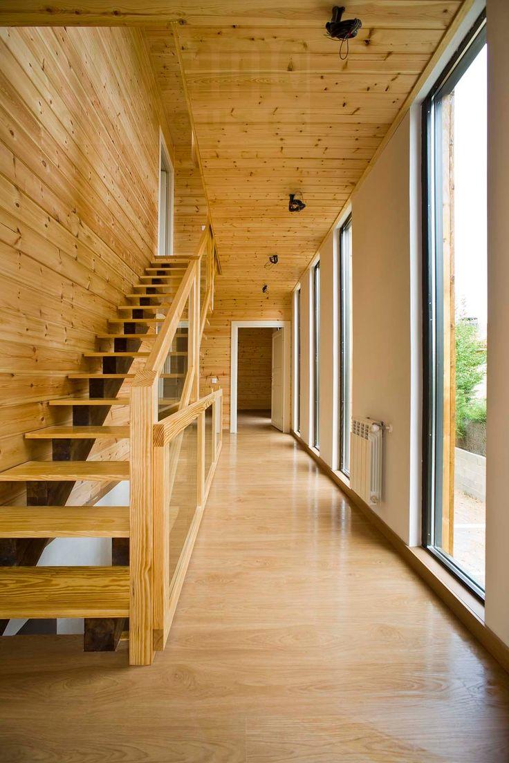 escalera en casa de madera Kuusamo Log Houses en Guadarrama (Madrid) obra de 100x100madera
