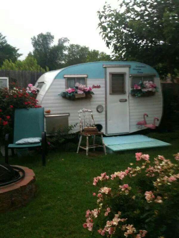 Cute! glamping vintage trailer camper