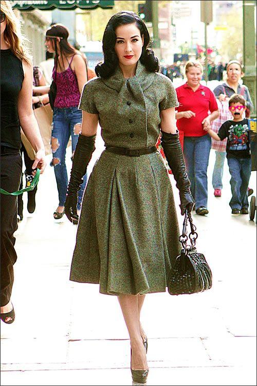 stile anni 50 abiti dita von teese - Cerca con Google