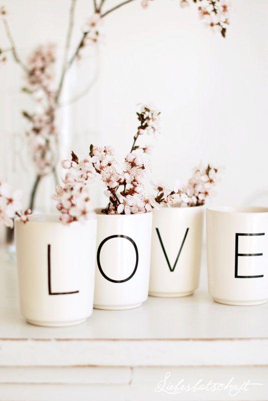 Liebesbotschaft: decoration idea - sharpie + plain vases