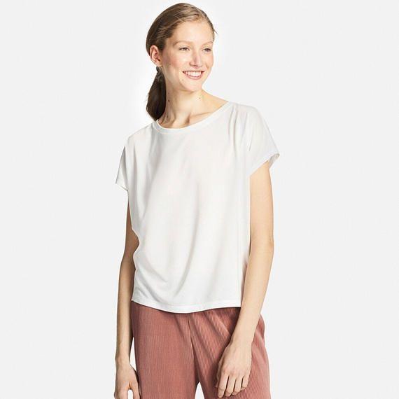 【ユニクロオンラインストア|WOMEN】Tシャツ(半袖)の特集ページ。タンクトップやポロシャツなどゆったりなのに決まるおすすめアイテムが勢揃い。スーピマコットンやドライ素材など、素材にとことんこだわった、オールシーズンで活躍できるシンプルな定番Tシャツです。|レディースファッションならユニクロ公式通販サイト