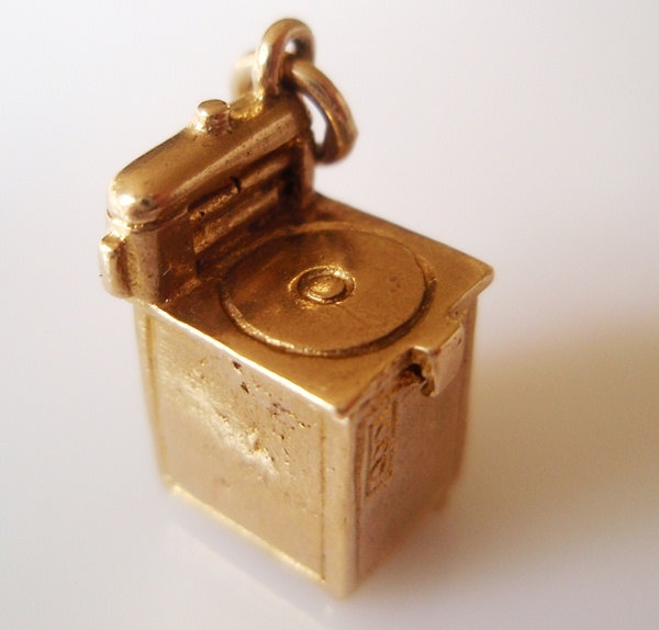 Vintage 9ct Gold Washing Machine Charm Opens to a Bra inside.