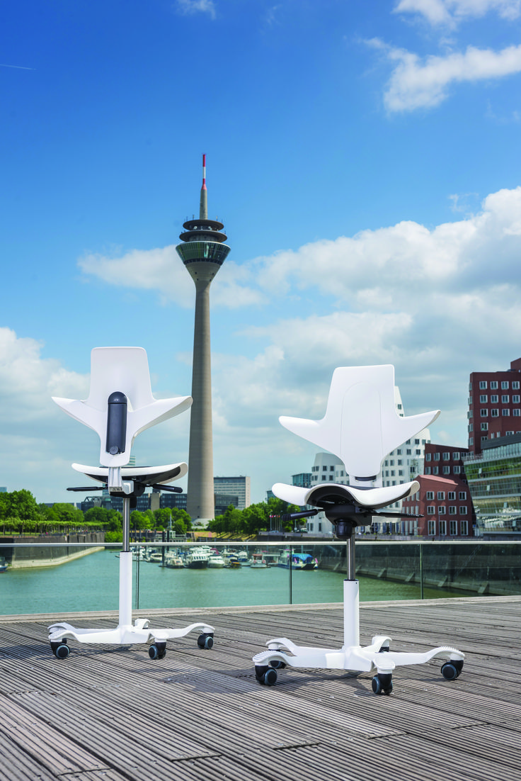 White HÅG Capisco Puls taking some fresh air!! #InspireGreatWork #design #Scandinavian