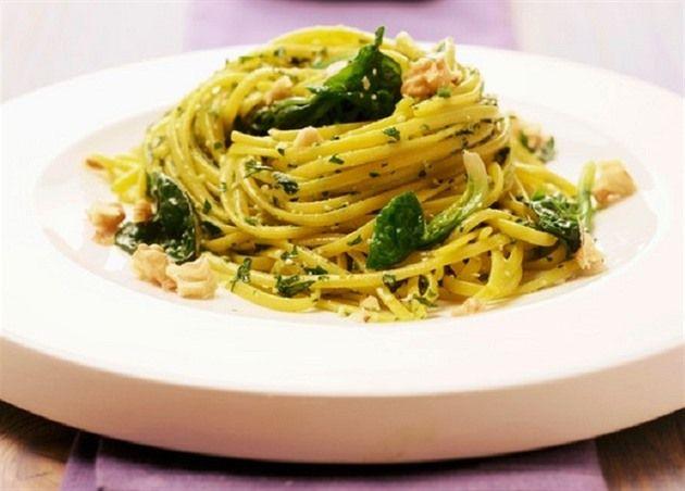Špagety se špenátem, ricottou a citronovou šťávou