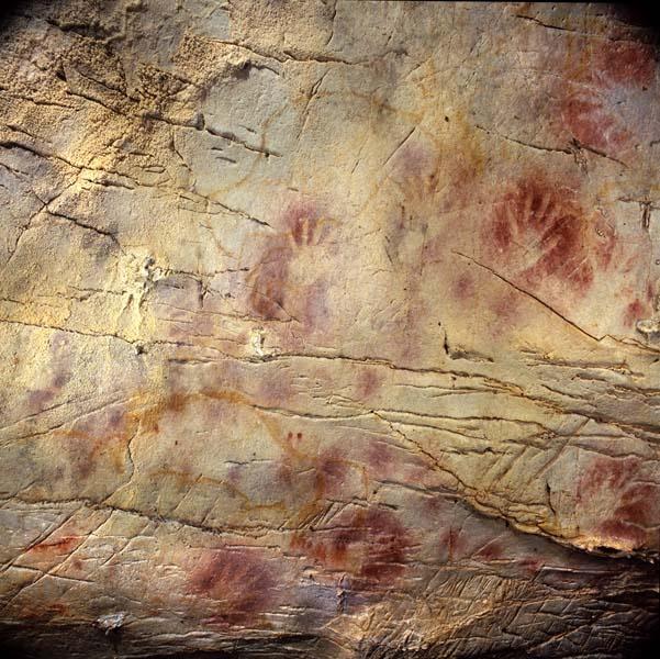 Cueva El Castillo. Manos en negativo
