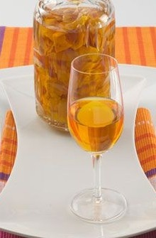 Licor de cascas de tangerina                                                                                                                                                                                 Mais