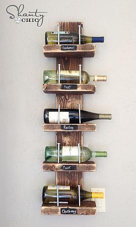 DIY  Wijn rek, van hout met grote spijkers.