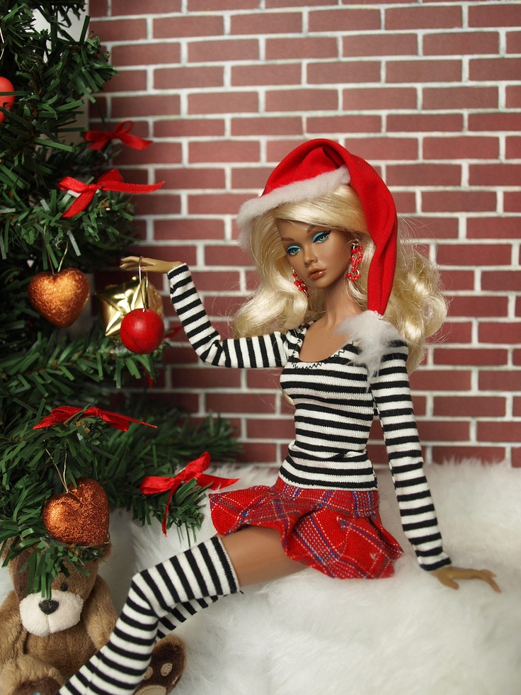 .CREEPY CHRISTMAS BARBIE SHE HAD TOO MUCH EGGNOG.