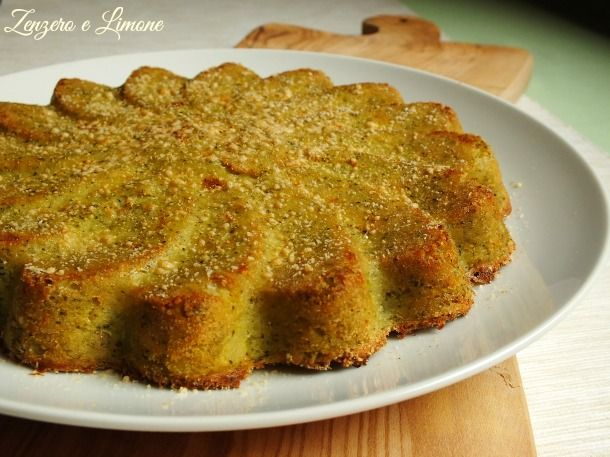 Un delizioso sformato di broccolo e patate reso golosissimo da un ripieno di formaggio filante. Un piatto unico per risolvere la questione pranzo/cena.