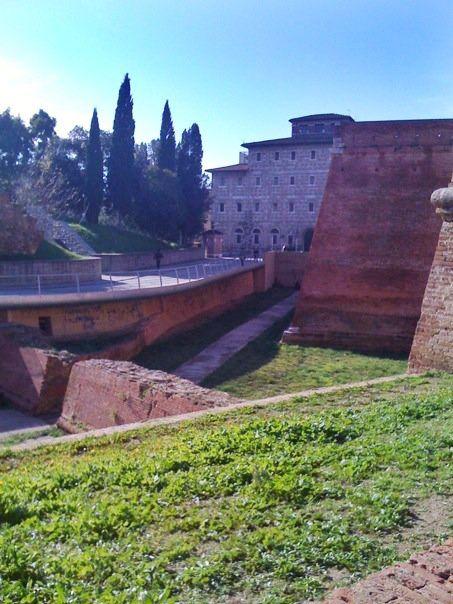 Grosseto - Scorcio delle carceri dalle Mura Medicee. Photo by Ugo Martens