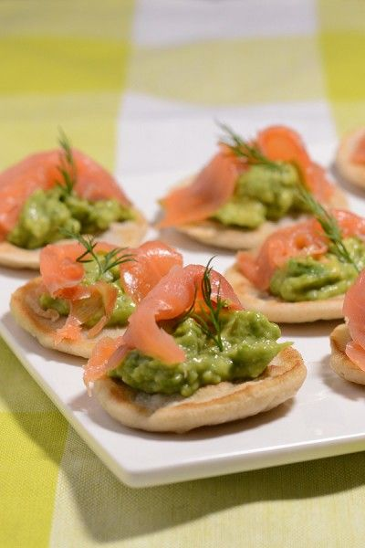 Blinis med laks og avocado fra Bageglad.dk // Blinis with guacamole and salmon
