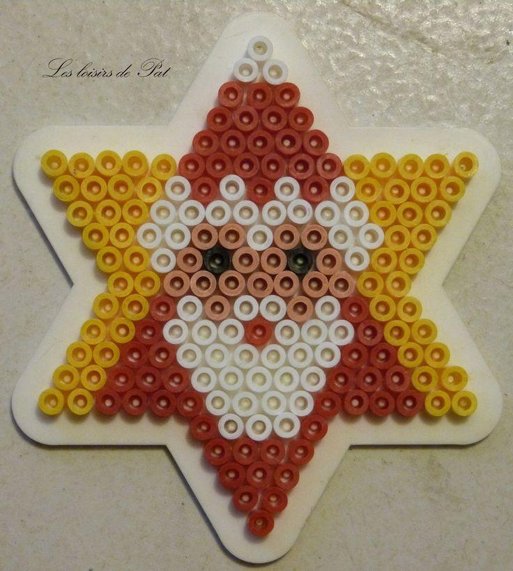 Pour réaliser ce modèle, il vous faut 1 petite plaque étoile. Les modéles de perle à repasser pour Noël c'est ici : Modèles Noël Et pour suivre l'actu du blog sur ma page Facebook c'est ici
