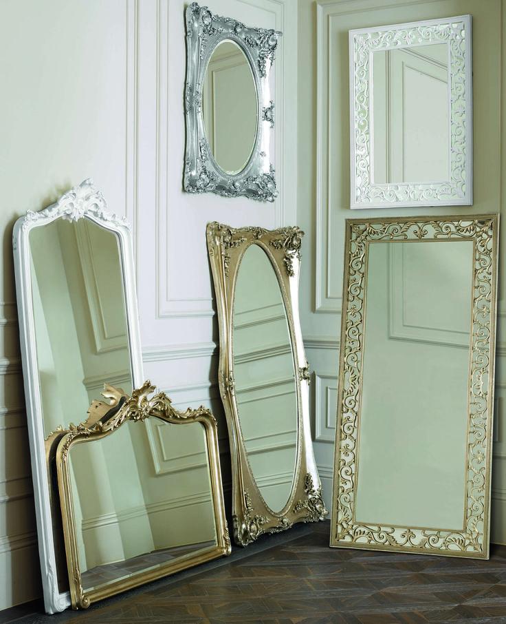 Декоративные зеркала в красивых рамах