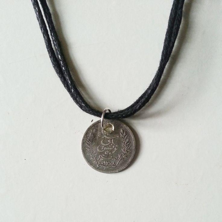 tiny coin choker/necklace via The Jewellery Box.