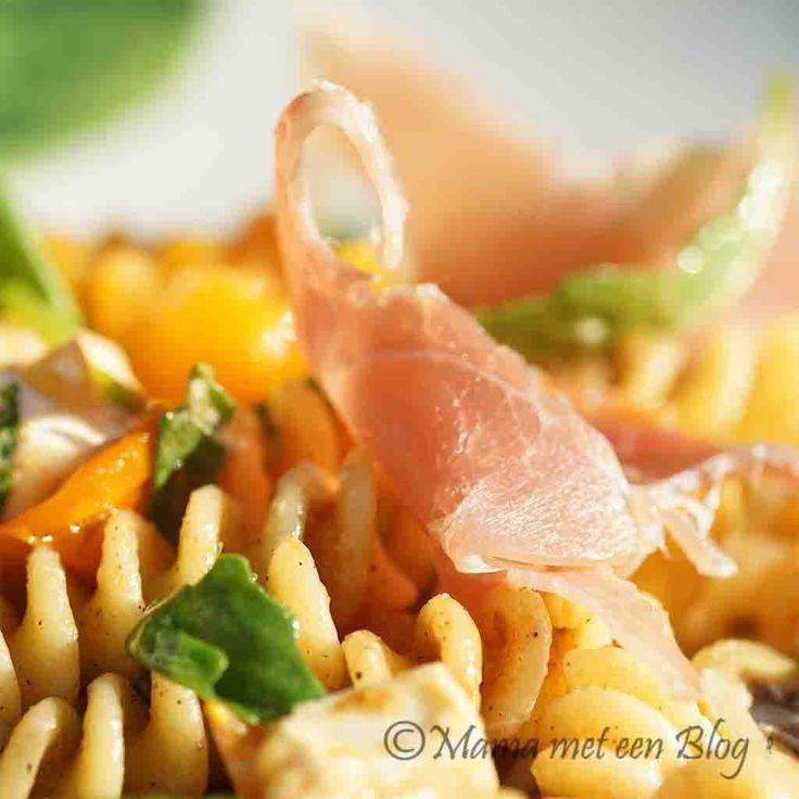 Een heerlijk en makkelijk recept voor pastasalade, zowel als hoofdgerecht als bijgerecht, voor jong en oud lekker smullen.