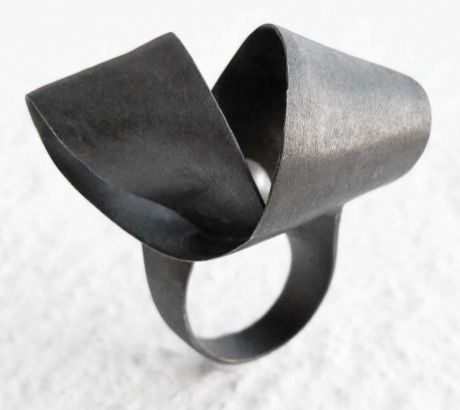 Hug me ring with pearl, , by Vero Lázár, oxidised silver, sweet water pearl, big statement ring, Design jewelry, art jewelry, contemporary jewelry, elegant simplicity