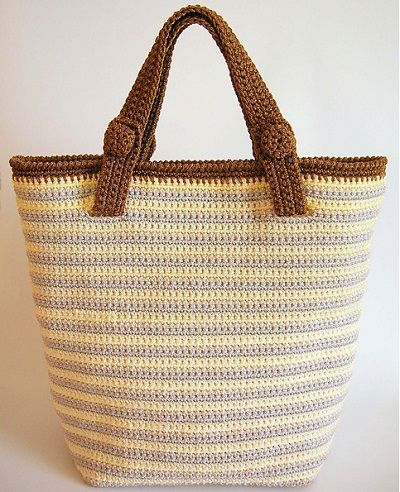 Striped bag pattern/ Patrón bolso a rayas, de ChabeGS. http://www.ravelry.com/patterns/library/striped-bag-pattern--patron-bolso-a-rayas