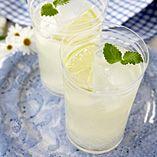 Læskende sommerdrik - Opskrifter  http://www.dansukker.dk/dk/opskrifter/laeskende-sommerdrik.aspx#sommer #drink #læske #dansukker #opskrift