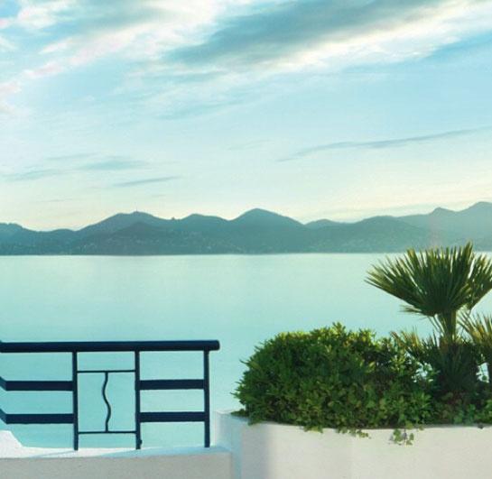 L'hôtel Martinez à Cannes http://www.vogue.fr/mode/experiences-digitales/diaporama/le-festival-de-cannes-sur-instagram-jour-1-ines-de-la-fressange-julianne-moore-chopard-l-oreal-paris-cindy-crawford-jimmy-choo/13241/image/754114#!l-039-hotel-martinez-festival-de-cannes-2013