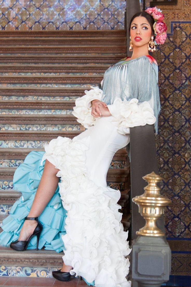 ▶️ Traje de flamenca gasa blanco tipo novia  💟 Diseño exclusivo de Viviana Iorio ▶️ Colección 2015, Sevilla, España 💌 info@vivianaioriotrajesdeflamenca.com