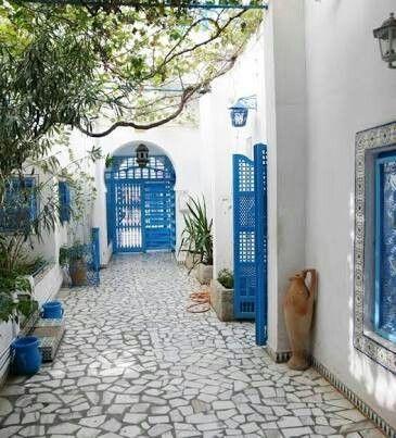 Best 25 greek garden ideas on pinterest mediterranean for Casas con patio interior