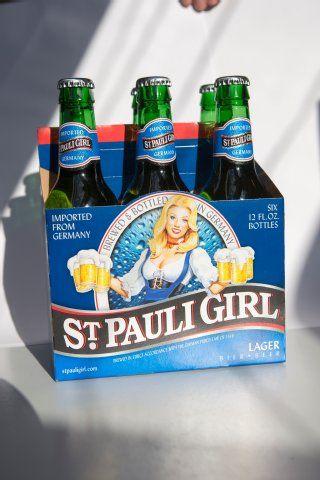 Dralle #Blondine mit sechs Humpen: das Export-Bier im Sixpack - Leider in #Hamburg nicht erhältlich^^ Gefunden auf www.mopo.de gepinnt von der #Werbeagentur www.BlickeDeeler.de aus Hamburg